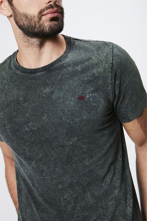 Camiseta-Tingida-Masculina-Detalhe--