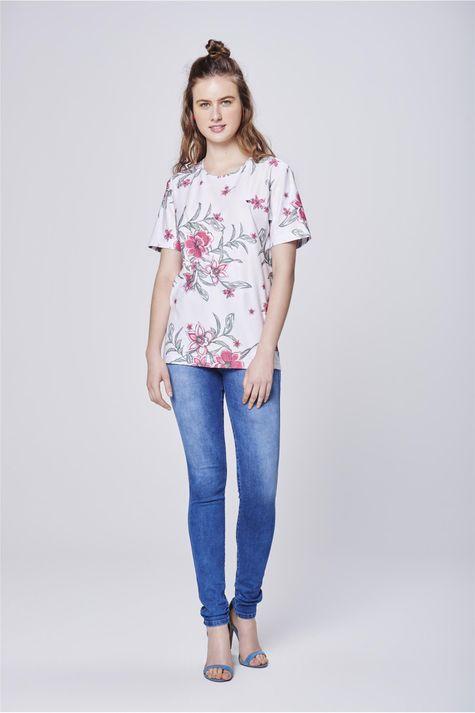 Camiseta-com-Estampa-Floral-Unissex-Detalhe1--