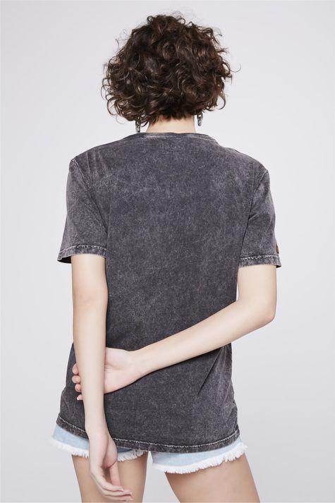 Camiseta-Tingida-Estampada-Costas--