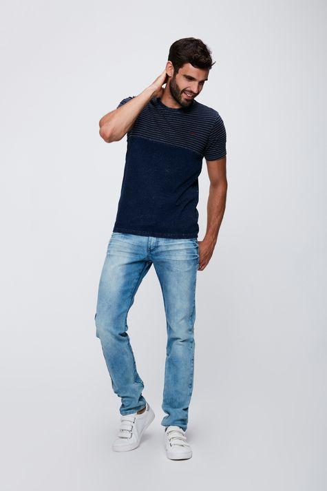 Camiseta-Masculina-em-Malha-Denim-Detalhe-1--
