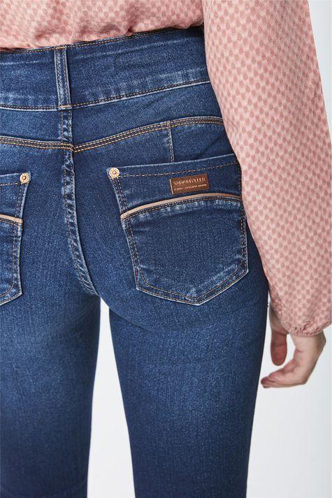 Calca-Jeans-Cintura-Alta-Reta-Feminina-Detalhe--