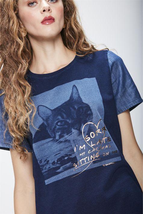 Camiseta-em-Malha-Denim-Feminina-Detalhe--