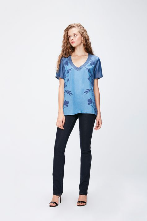 Camiseta-Jeans-Gola-V-Feminina-Detalhe-1--