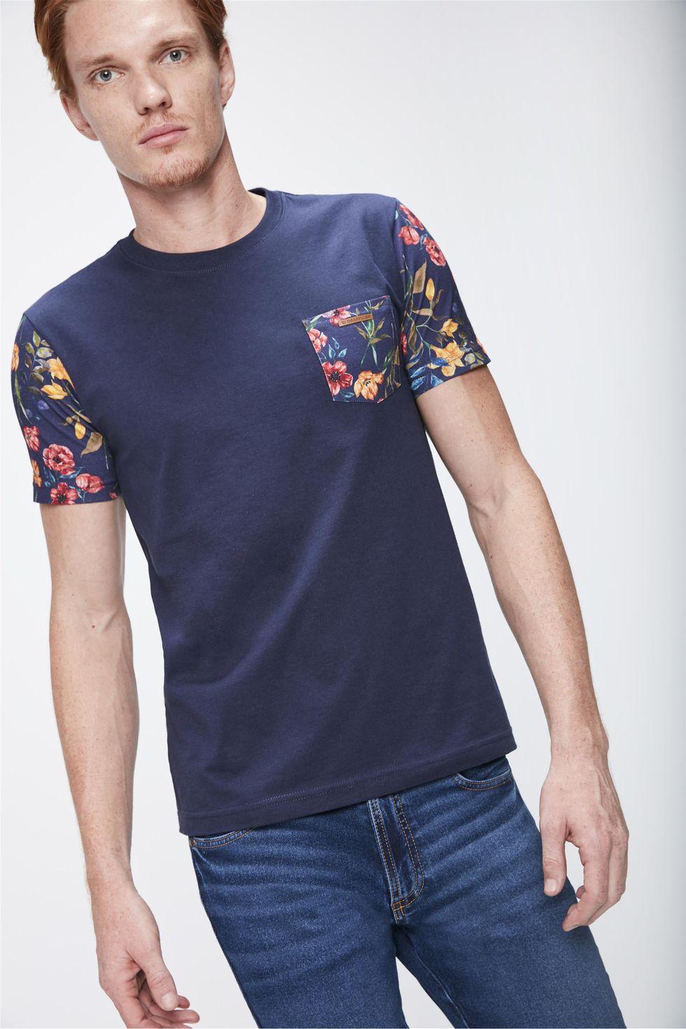 Camiseta-com-Manga-Floral-Masculina-Frente--