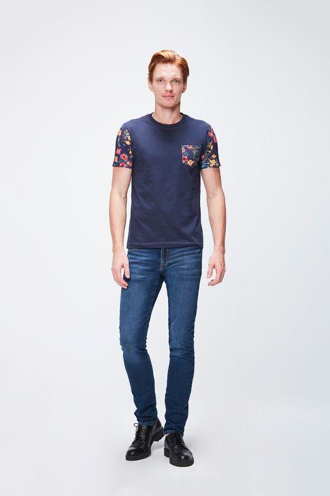 Camiseta-com-Manga-Floral-Masculina-Detalhe-1--