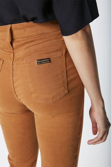 Calca-Reta-Color-Basica-de-Cintura-Alta-Detalhe--
