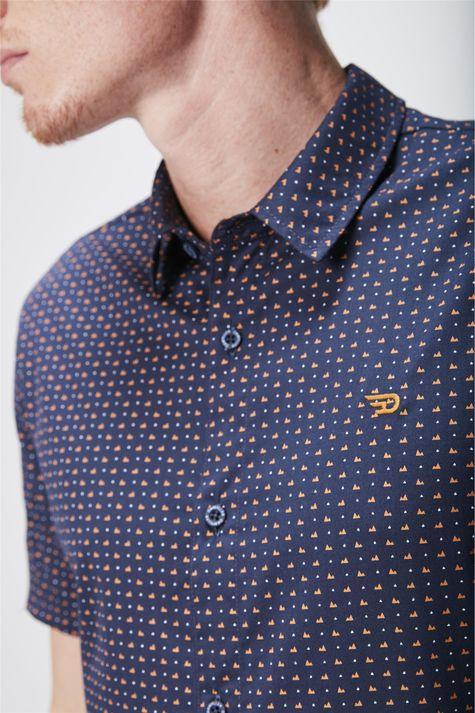 Camisa-Manga-Curta-Estampada-Masculina-Detalhe--