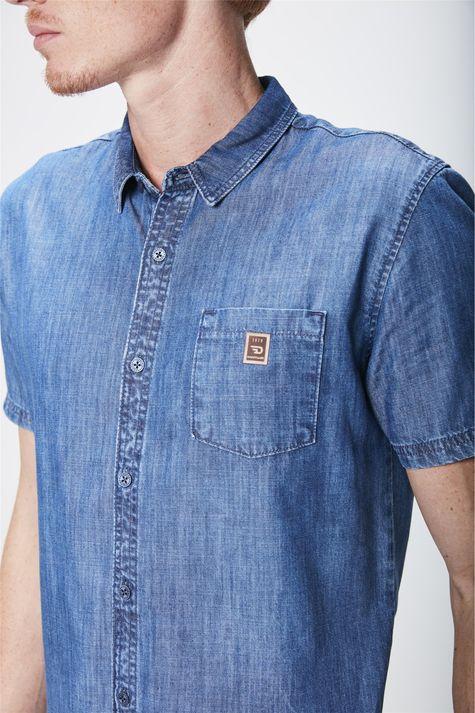 Camisa-Jeans-Manga-Curta-Masculina-Detalhe--