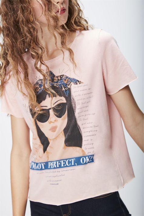 Camiseta-Tingida-Estampada-Feminina-Detalhe--
