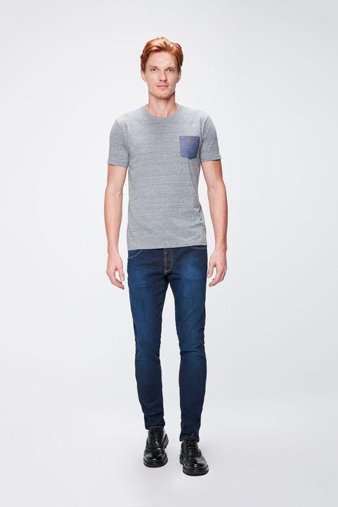 Camiseta-Masculina-Listrada-com-Bolso-Detalhe-1--