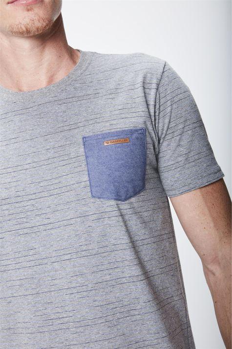 Camiseta-Masculina-Listrada-com-Bolso-Detalhe--