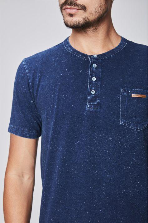 Camiseta-de-Malha-Denim-com-Bolso-Detalhe--