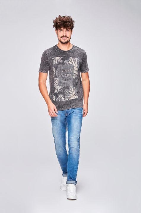 Camiseta-Tingida-Estampa-Floral-Detalhe-1--