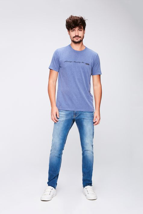 Camiseta-Masculina-Estampa-de-Tipografia-Detalhe-1--