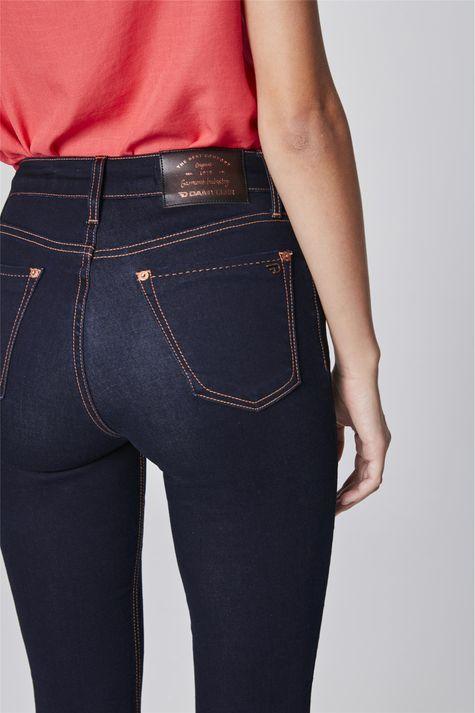 Calca-Jeans-Cigarrete-de-Cintura-Alta-Detalhe-1--