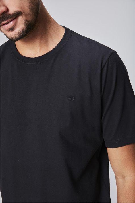 Camiseta-Masculina-Long-Line-Detalhe--