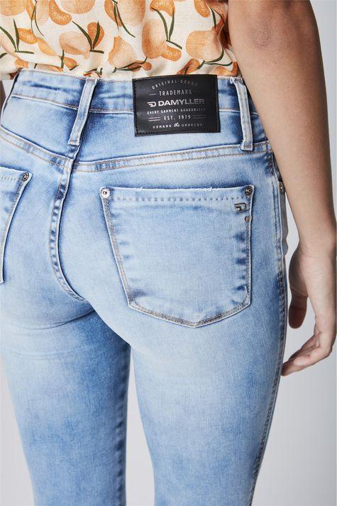Calca-Jeans-Cigarrete-com-Barra-Desfiada-Detalhe--
