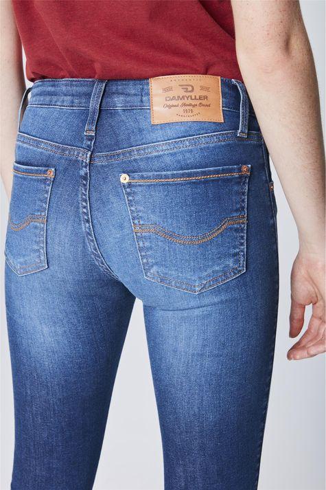 Calca-Jeans-Cropped-com-Barra-Desfiada-Detalhe--