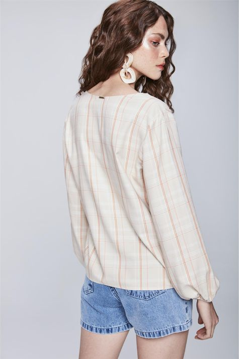 Camisa-Xadrez-com-Decote-V-Feminina-Costas--