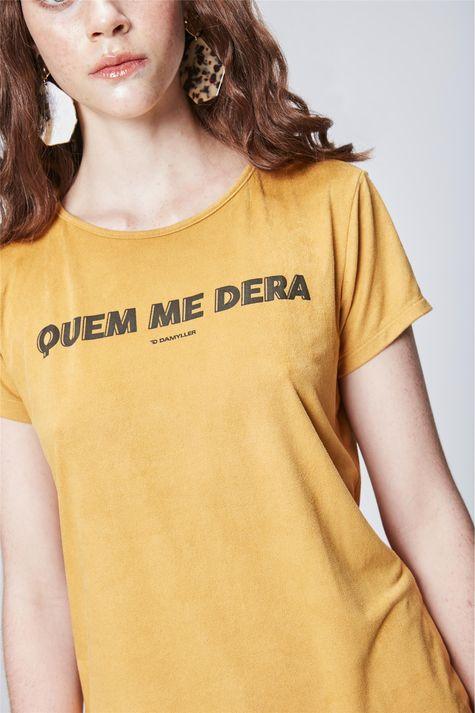 Camiseta-Estampada-de-Suede-Feminina-Detalhe--