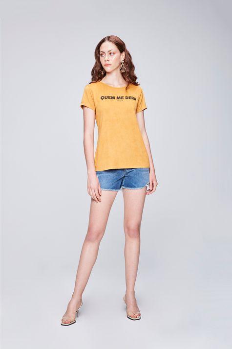 Camiseta-Estampada-de-Suede-Feminina-Detalhe-1--