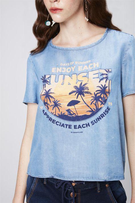 Camiseta-Jeans-com-Estampa-Tropical-Detalhe--