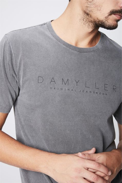 Camiseta-Tingida-com-Estampa-Masculina-Detalhe--
