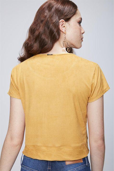 Camiseta-com-Amarracao-na-Barra-de-Suede-Costas--