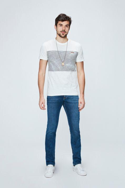 Camiseta-com-Silk-Masculina-Detalhe-1--