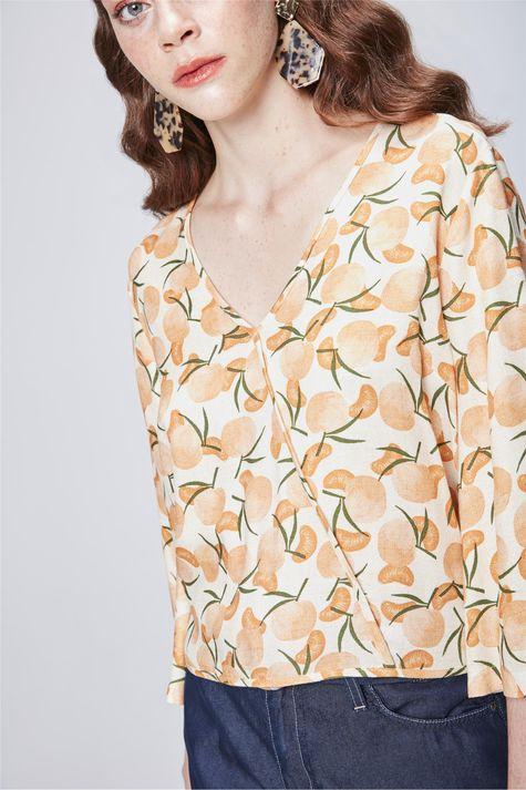Blusa-Transpassada-com-Estampa-Tropical-Detalhe--
