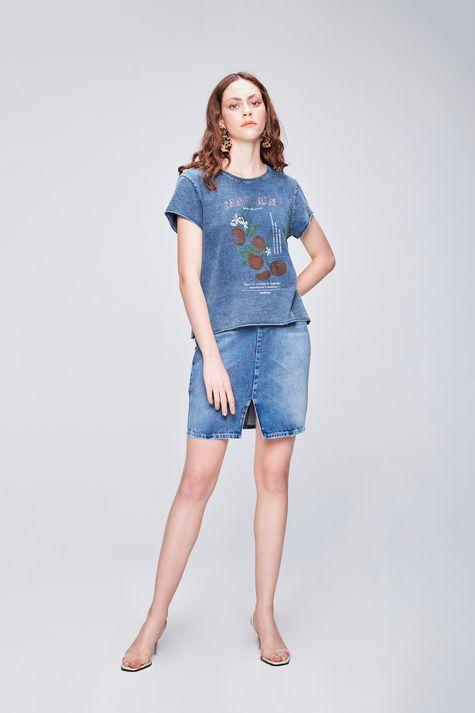Camiseta-em-Malha-Denim-Estampa-Tropical-Detalhe-1--