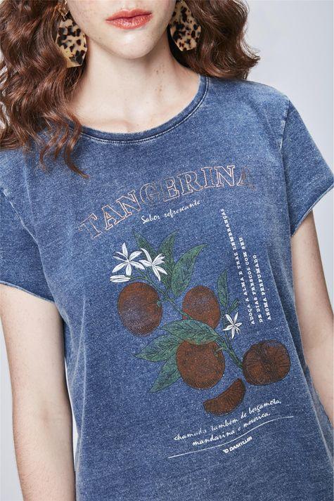 Camiseta-em-Malha-Denim-Estampa-Tropical-Detalhe--