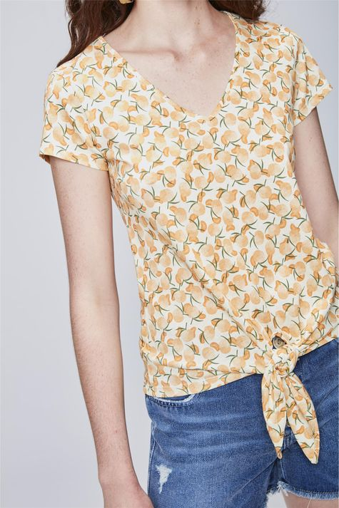Camiseta-com-Estampa-Tropical-Feminina-Detalhe--