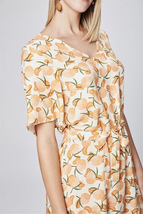Vestido-Secretaria-com-Estampa-Tropical-Detalhe--