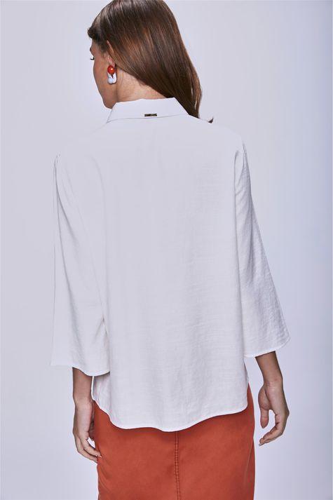 Camisa-com-Bolsos-Feminina-Costas--