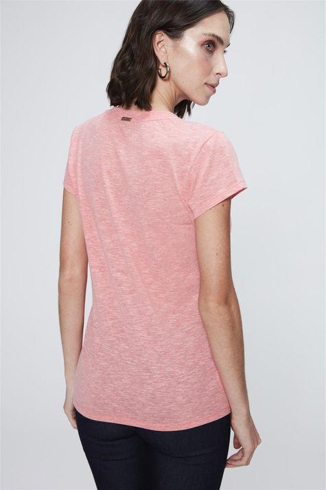 Camiseta-Feminina-Branca-com-Bolso-Costas--