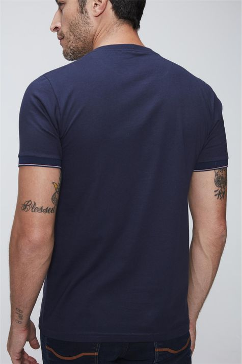 Camiseta-College-Basica-Masculina-Detalhe--