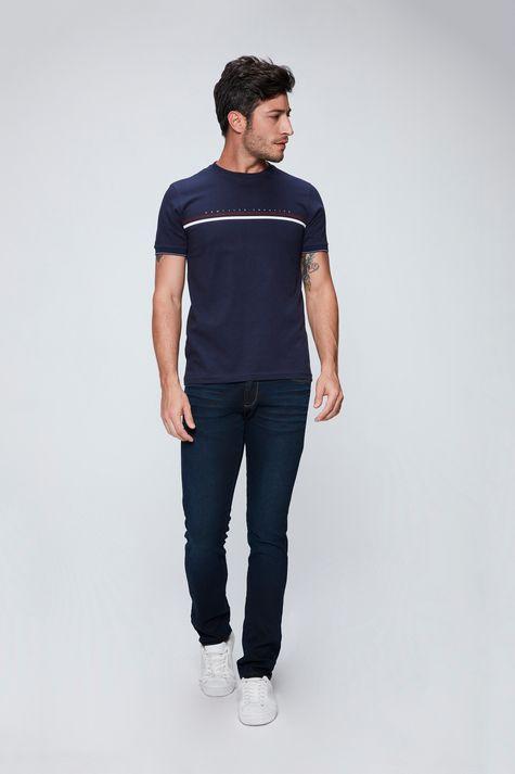 Camiseta-College-Basica-Masculina-Detalhe-1--