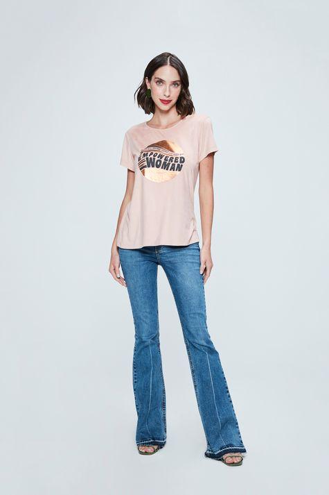 Camiseta-com-Estampa-Empowered-Woman-Detalhe-1--