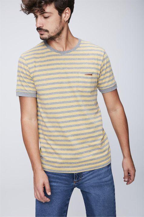 Camiseta-Listrada-com-Bolso-Masculina-Frente--