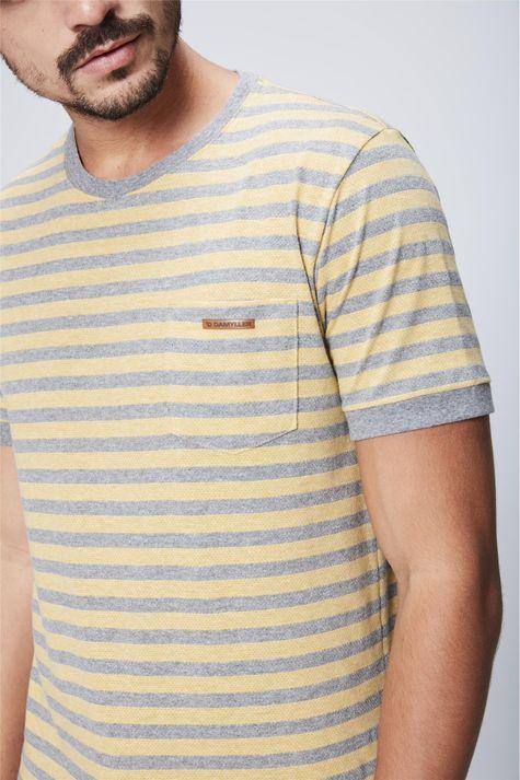 Camiseta-Listrada-com-Bolso-Masculina-Detalhe--