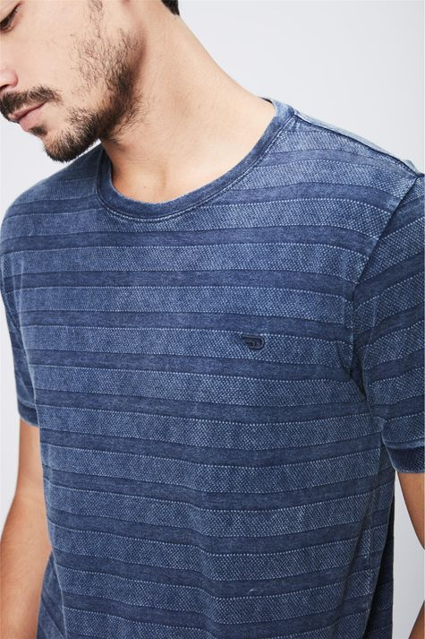 Camiseta-de-Malha-Denim-Listrada-Detalhe--