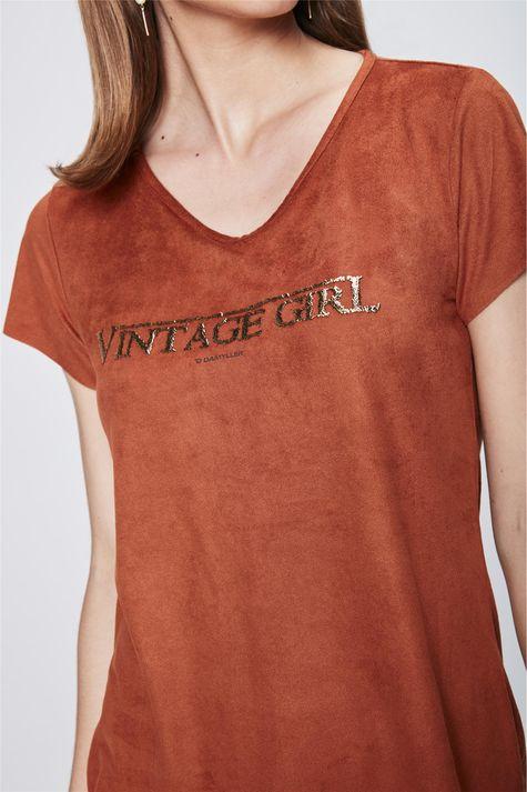 Camiseta-de-Suede-com-Tipografia-Detalhe--