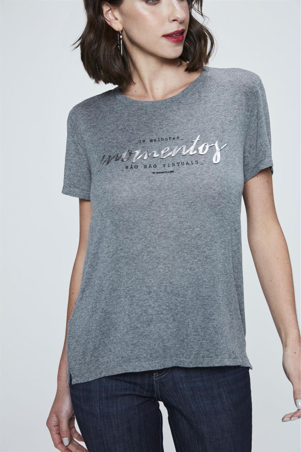 Camiseta-com-Estampa-Momentos-Feminina-Frente--