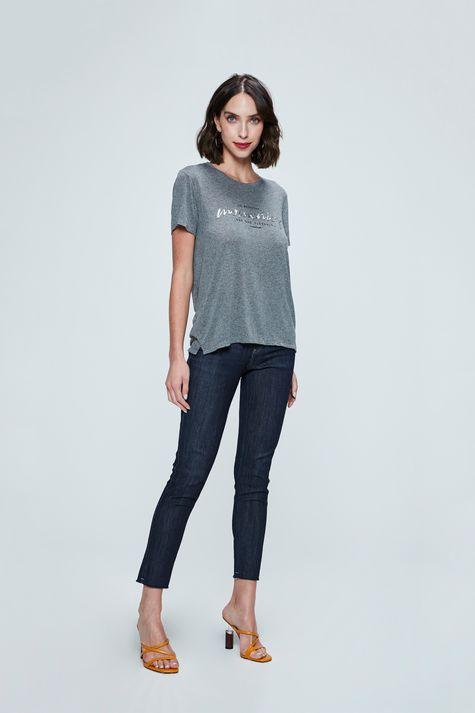 Camiseta-com-Estampa-Momentos-Feminina-Detalhe-1--