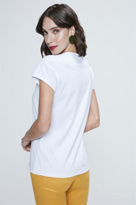 Camiseta-Estampa-de-Tipografia-Feminina-Detalhe--