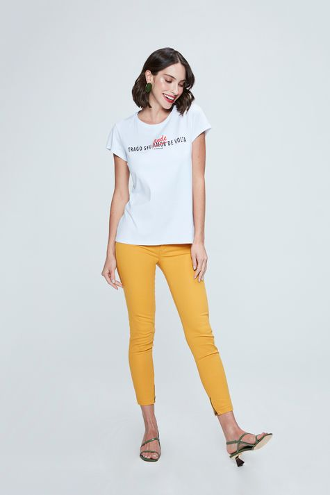 Camiseta-Estampa-de-Tipografia-Feminina-Detalhe-1--