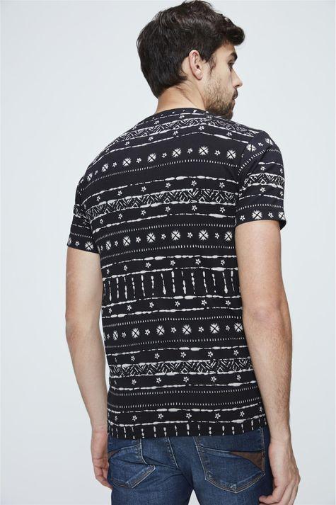 Camiseta-com-Estampa-Etnica-Masculina-Costas--