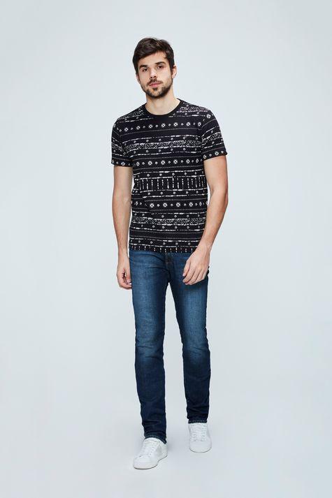 Camiseta-com-Estampa-Etnica-Masculina-Detalhe-1--