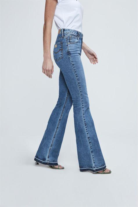 Calca-Jeans-de-Cintura-Alta-Boot-Cut-Lado--
